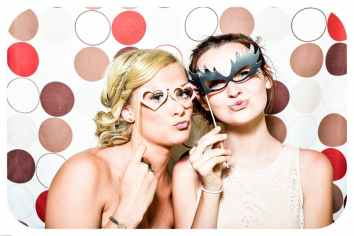 photo-booth-wedding-party-girls-160420.jpeg